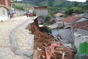 Pedra Bonita: Muro desaba e quase provoca mortes no bairro Coimbra
