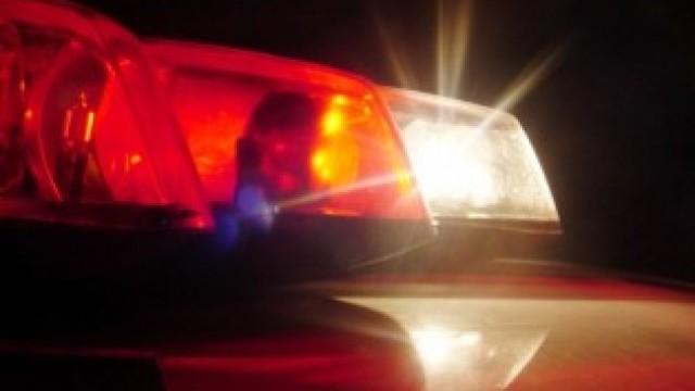 Adolescentes quebram carro na baixada