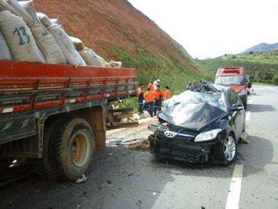 Santa Bárbara do Leste: Acidente mata motorista de 32 anos na BR 116