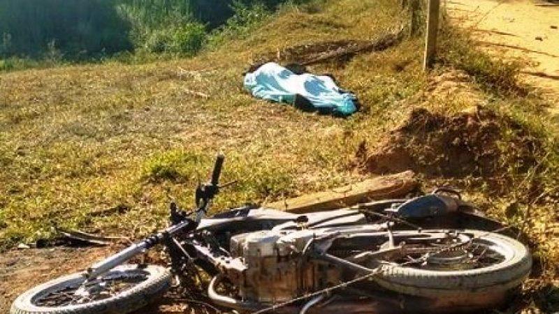 Divino: motociclista morre após bater em caminhão