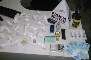 Manhuaçu: PM apreende drogas no Centro e no Santa Terezinha
