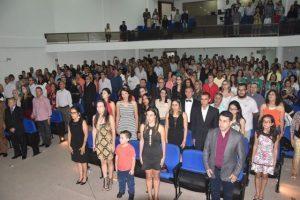 Vereadores de Manhuaçu prestam várias homenagens em reunião solene