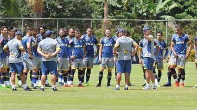 Cruzeiro enfrenta o Uberlândia nesta segunda-feira