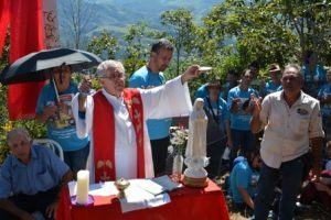 Padre Otaviano celebra missa no Cruzeiro da Bem Posta/Boa Vista