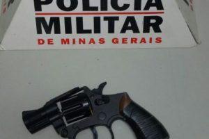 Manhuaçu: Denúncia leva PM a apreender simulacro de arma de fogo