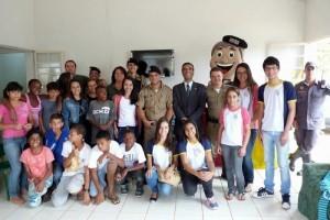 PM de Manhuaçu realiza campanha e leva alegria às crianças