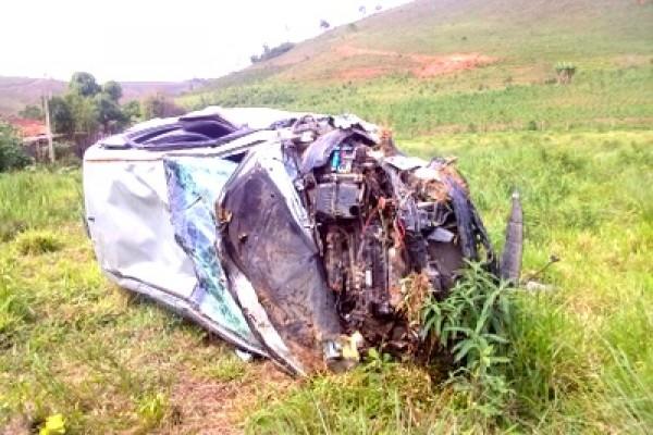 acidente-manhumirim-carro.jpg