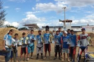 Sucesso: Pilotos de Bicicross manhuaçuenses são premiados em Feira de Santana