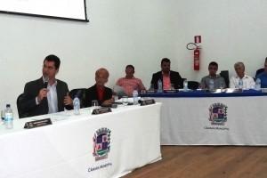 Manhuaçu: Vereadores aprovam projetos e reclamam da falta de obras no município