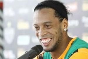 Mundial: Ronaldinho volta aos treinos com bola no Atlético