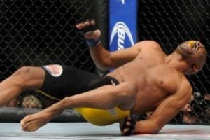 UFC: Anderson Silva quebra a perna e perde para Weidman