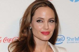 Artistas: Cláudia Leite fatura alto; Jolie muito popular e Bieber anuncia aposentadoria