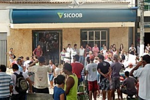 Caputira: Polícia divulga cartaz com suspeitos de assalto ao banco Sicoob
