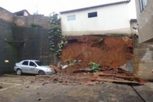Manhuaçu: queda de muro causa prejuízos no bairro Coqueiro