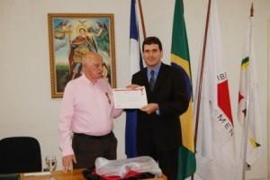 Homenagem: Dr. João Mansur recebe medalha Hélio Costa