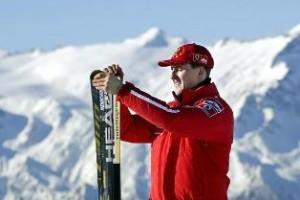 Schumacher passa por nova cirurgia e apresenta ligeira melhora, dizem médicos
