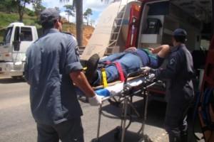 Manhuaçu: colisão entre motocicleta e carro deixa um ferido na Ponte da Aldeia