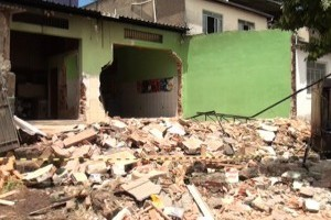 Santa Rita de Minas: imóvel às margens da BR 116 é demolido pelo DNIT