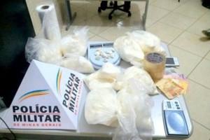 Manhuaçu: foge da PM e é preso com cerca de 7 quilos de cocaína