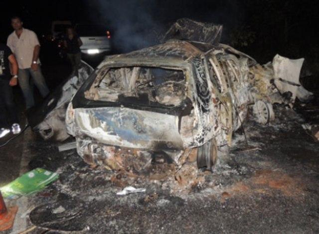 carro-incendiado-minas