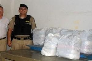 Ação: PM entrega cestas básicas nos distritos