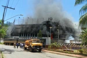 Ponte Nova: concessionária Navelli e Colégio pegam fogo