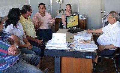 reuniãoprefeituramanhuacuonibuscorregodoshott