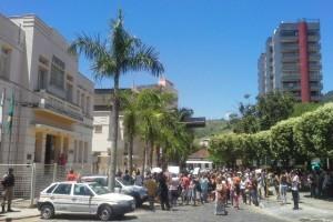 Carangola: pais se mobilizam contra fechamento de escolas