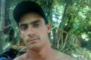 Martins Soares: motocicleta bate em caminhão. Carona morre na hora