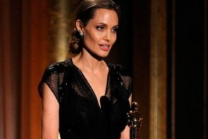 Artistas: Jolie vai retirar ovários; Gloria Maria nega irritação; Ratinho e SBT condenados
