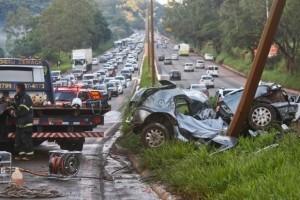 Estradas: 16 mortos no feriadão. Um dos acidentes em Fervedouro, BR 116