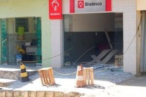 São João do Manhuaçu: explosão de posto do Bradesco assusta população. Bandidos fugiram sem nada