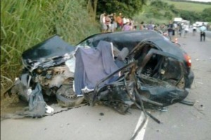 Caratinga: acidente trágico na BR 116: duas mortes e duas pessoas feridas