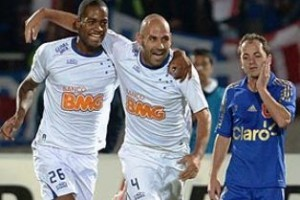 """Libertadores: Cruzeiro vence no Chile e está """"vivo"""" na competição"""