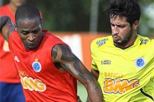 Libertadores: Cruzeiro treina para encarar San Lorenzo. Dagoberto fica no banco