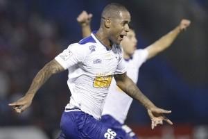 Libertadores: Cruzeiro vence por 2 a 0 e passa as quartas de final. Grêmio eliminado
