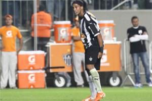 Brasileirão: Ronaldinho Gaúcho vira dúvida para domingo. Dores na coxa