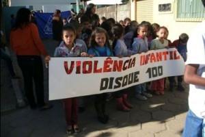 Manhuaçu: escola de Santo Amaro promove passeata contra violência sexual