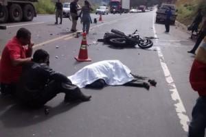 Manhuaçu: motoboy morre na região de Realeza. Bateu em carreta