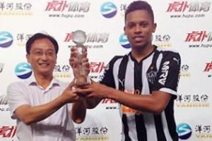 Minas: Atlético dá show na China; Zagueiros do Cruzeiro elogiados