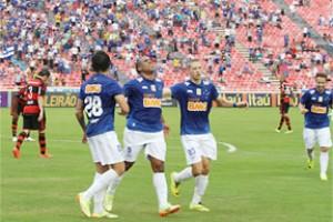 Brasileirão: Cruzeiro goleia o Flamengo e segue líder