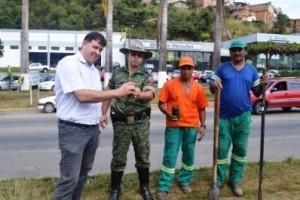 Manhuaçu: Samal e PM Ambiental realizam plantio de árvores