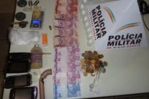 Espera Feliz: PM prende traficantes e apreende drogas