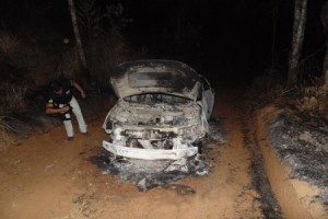 Miradouro: bandidos incendeiam carro usado em assalto na região