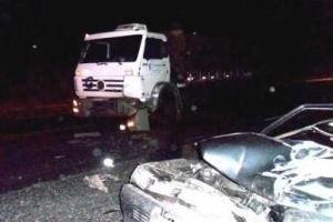 Fervedouro: motorista de Uno morre em batida com caminhão