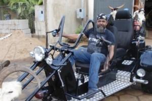 Divino: triciclo motorizado fabricado na cidade faz sucesso por onde passa