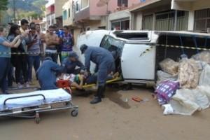 Manhuaçu: picape despenca de rua na Matinha e deixa dos feridos