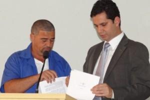 Manhuaçu: servidor denuncia irregularidades no SAAE. Carro fica na garagem do diretor