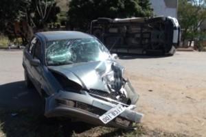 Ubaporanga: colisão entre Hilux e Corsa deixa feridos na BR 116