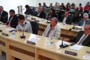 Manhuaçu: Câmara aprova suplementação para Prefeitura pagar salários e alega incompetência